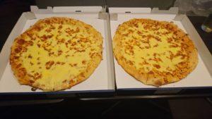 1キロチーズピザ